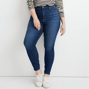 Curvy High Rise Skinny Jeans in Moreaux Wash